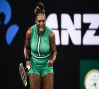 Serena Williams beats world No.1 Simona Halep in epic three-setter in Australian Open 2019