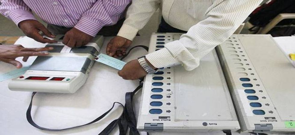 EC rubbishes EVM hacking claims made by cyber expert, says machines foolproof (File Photo)