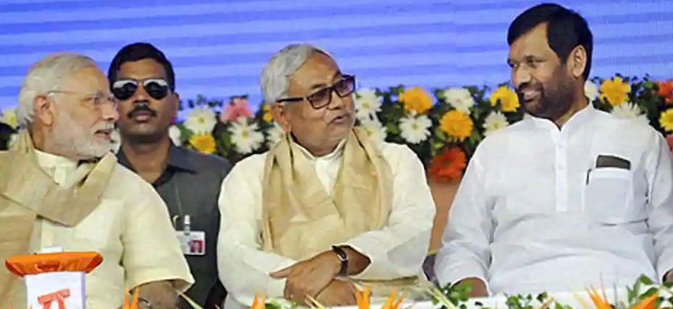 PM Modi, Nitish Kumar, Ram Vilas Pasawan in conversation. (Photo:PTI/File)