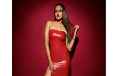 Sonakshi Sinha has a Kardashian moment, owns the latex dress look like a boss
