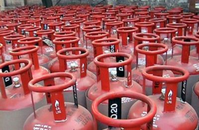 Non-subsidised LPG price slashed by Rs 30, subsidised by Rs 1.46