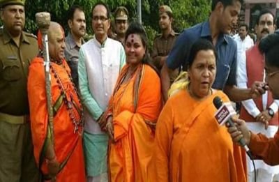 Shivraj Singh Chouhan, Uma Bharti seen with Hindu Mahsabha leader who enacted Bapu's assassination