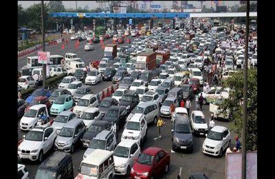 Traffic resumes at Delhi-Noida flyway, police negotiating with farmers