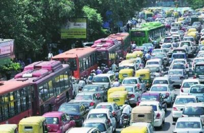 Massive traffic jam on DND flyway due to Delhi Jal Board's maintenance work