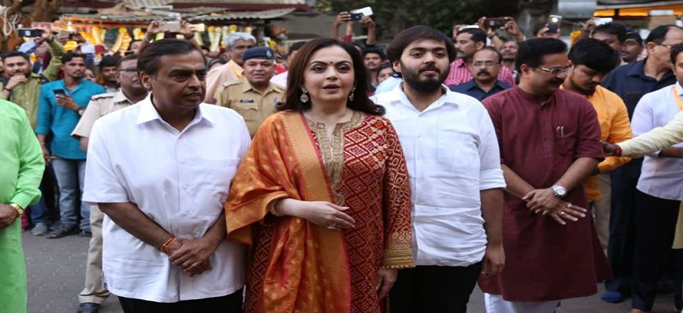 Mukesh Ambani-Nita Ambani offer Akash-Shloka's wedding card (Twitter)