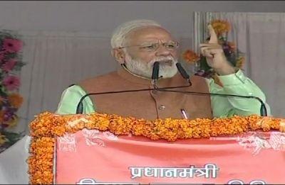 PM Modi honours five 'Safai Karmacharis', washes their feet as per ancient tradition at Prayagraj