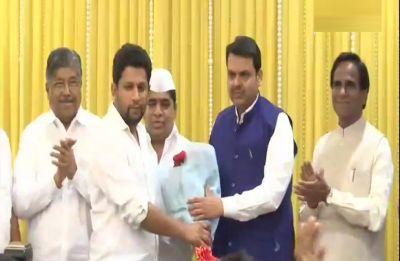 Sujay Vikhe Patil, son of Maharashtra Congress leader Radhakrishna Vikhe Patil, joins BJP