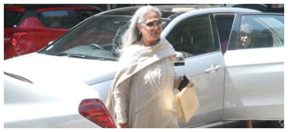 Jaya Bachchan scolds man for taking pic without permission (Photo: Twitter)
