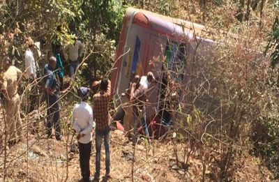Six killed, many hurt as bus falls into gorge in Maharashtra's Palghar district