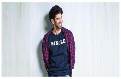Aditya Roy Kapur declares he's single, BFFs Parineeti Chopra, Arjun Kapoor says 'Chal jhoota'