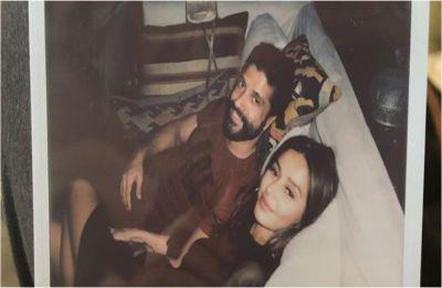 Farhan Akhtar APOLOGISES to girlfriend Shibani Dandekar, here's why