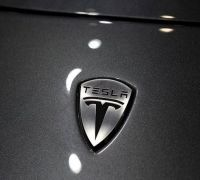Fiat Chrysler to pay Tesla for CO2 emission credits