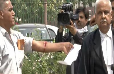 Man slits his hand on Supreme Court premises, detained