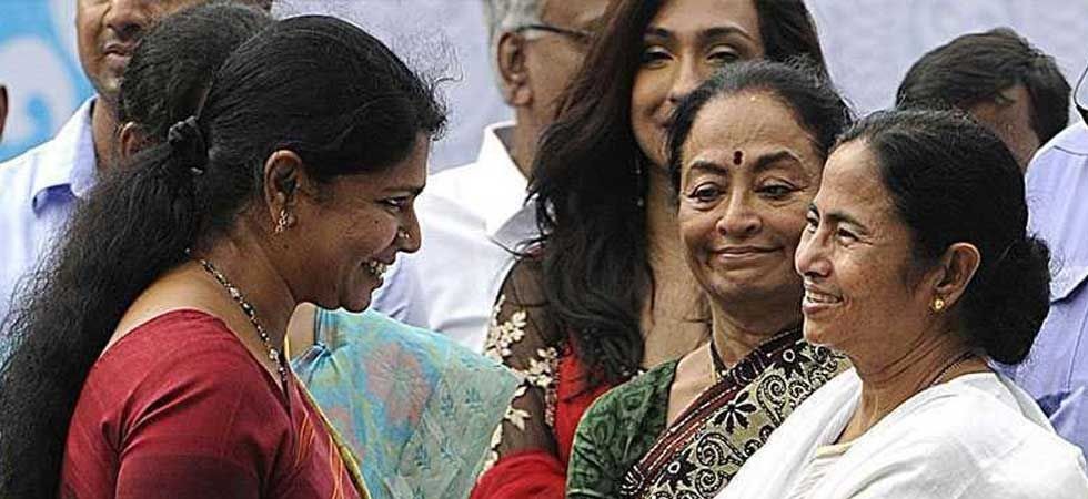 West Bengal Chief Minister Mamata Banerjee (Right) with DMK leader Kanimozhi (File Photo)