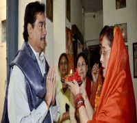 'My duty as husband, head of family': Shatrughan Sinha on campaigning for wife Poonam in Lucknow