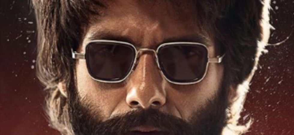hahid Kapoor's rugged look will steal your hearts.