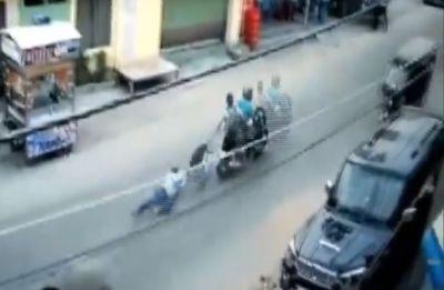 Watch: Man dragged behind speeding bike after attackers snatch money from him in Bihar's Hajipur
