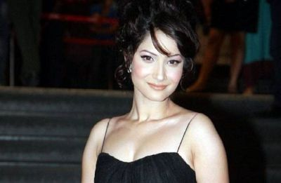 Viral video: Ankita Lokhande spotted kissing boyfriend Vicky Jain