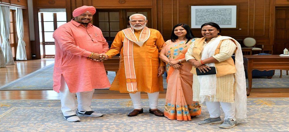 Avtar Singh, Sunita Kangra and Anju Kamalkant with PM Modi. (Photo: Twitter/@narendramodi)