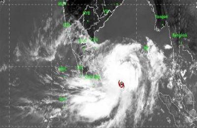 Cyclone Fani to hit Odisha tomorrow: Flights, trains cancelled, schools closed | Latest Updates