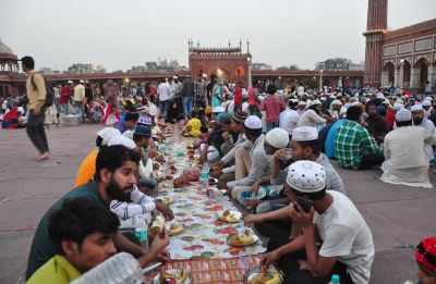 Indian Christian serves iftar to nearly 800 Muslim workers in Dubai