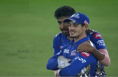 Jasprit Bumrah shows his class after Quinton de Kock fumbles in IPL 2019 final
