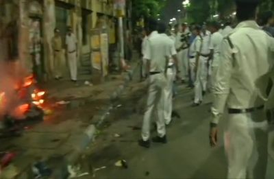 Lok Sabha Polls | Left student activists attack Amit Shah's convoy in Kolkata