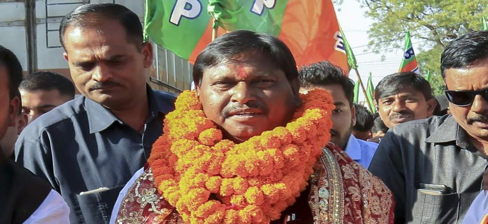 Former chief minister and BJP candidate Arjun Munda is leading his nearest rival, Congress candidate Kalicharan Munda, by a narrow 1,445 votes from the Khunti seat, EC sources said. (Photo: PTI)
