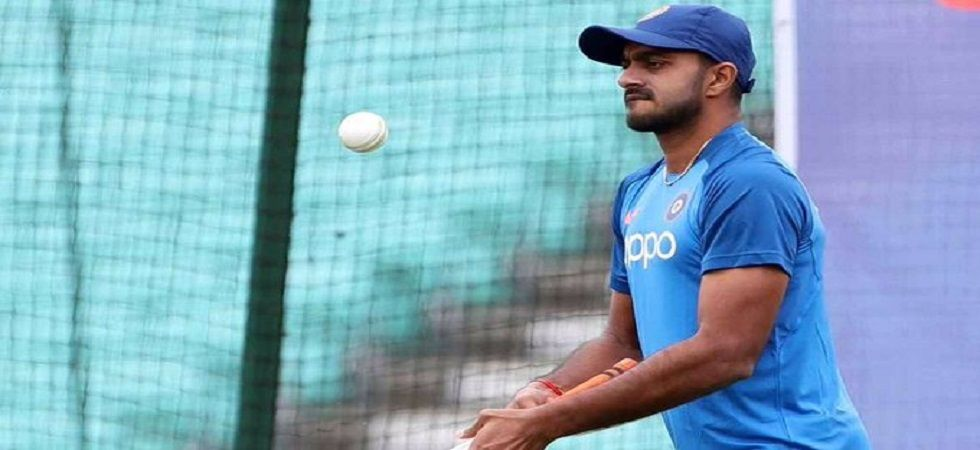 Vijay Shankar suffered an injury during the Friday practice session but was cleared of any serious injury. (Image credit: Twitter)