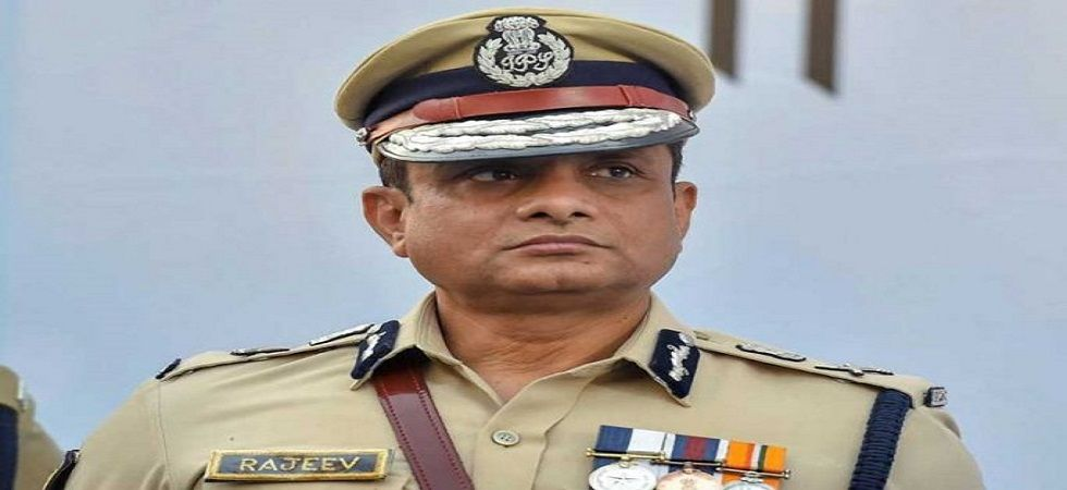 CBI team reaches ex-Kolkata Police commissioner Rajeev Kumar's residence over Saradha chit fund scam