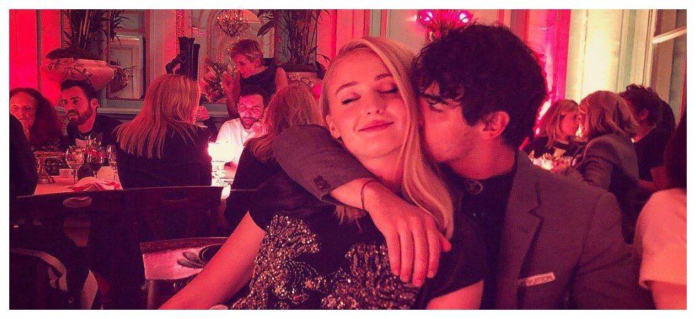 Joe Jonas nearly kissed GOT double body (Photo: Instagram)