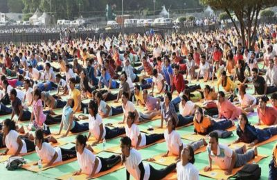 Yoga wave sweeps Washington, record 2,500 register for event