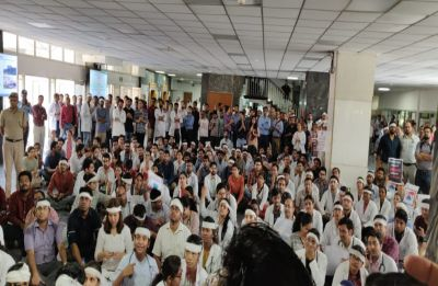 Doctors' stir spreads across India, 80 submit mass resignation in Kolkata: 10 updates