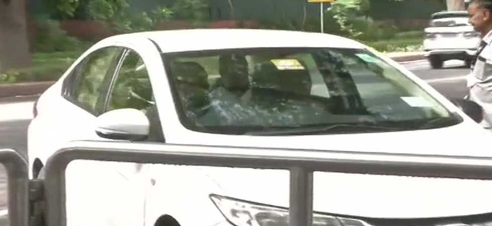 Congress leaders arrived at Sonia Gandhi's residence for meeting. (ANI Photo)