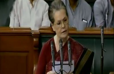 Amid slogans of 'Bharat Mata Ki Jai', Sonia Gandhi takes oath in Hindi