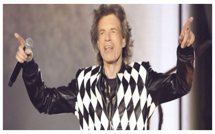 Mick Jagger takes to stage two months after heart surgery