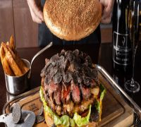 This Tokyo restaurant serves 3kg giant burger and the price will leave you surprised!