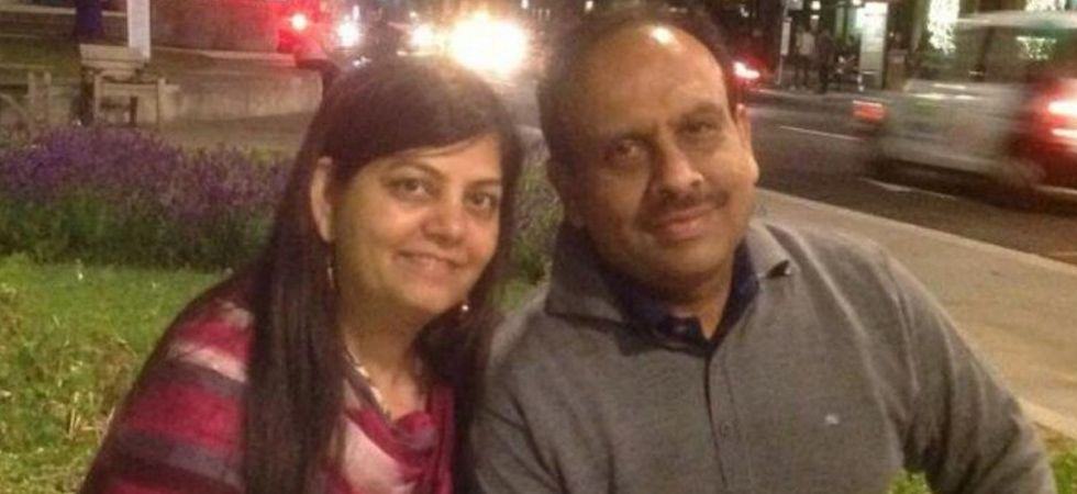 Leader of Opposition in Delhi Assembly Vijender Gupta with his wife Shobha. (Image Credit: Twitter)
