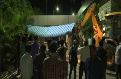 Demolition of Chandrababu Naidu's 'Praja Vedika' in Amaravati begins in presence of large police force