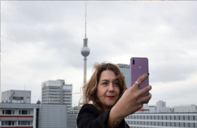 Selfies five times more deadly than shark attacks: Study