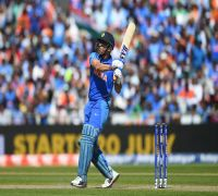 MS Dhoni knows exactly what to do: Virat Kohli brushes aside queries of slow batting