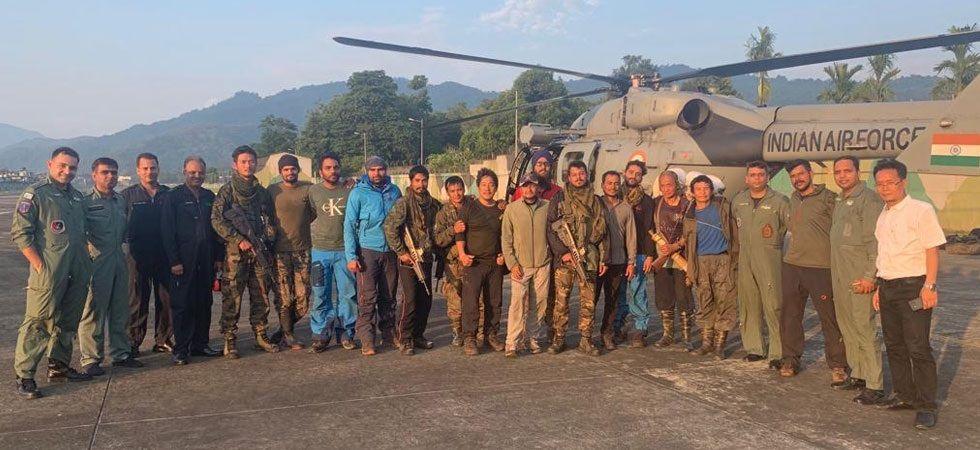 15 member rescue team (Photo Source: Twitter - @IAF_MCC)