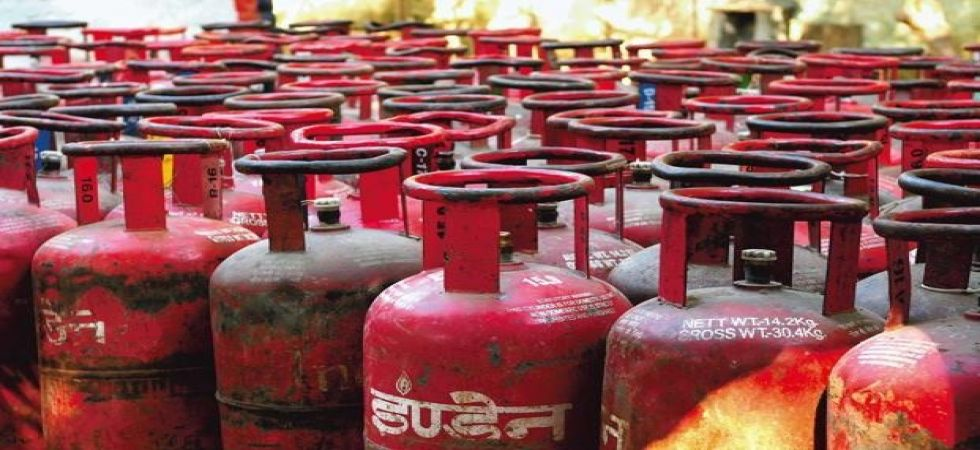 Non-Subsidised LPG price cut by Rs 100.50 per cylinder across India (File Photo)