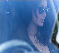 Kareena Kapoor looks smashing as tough cop in Angrezi Medium