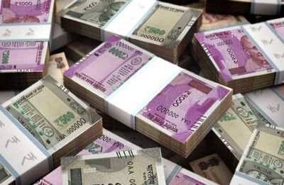 Rupee falls 16 paise to 68.67 against US dollar in early trade