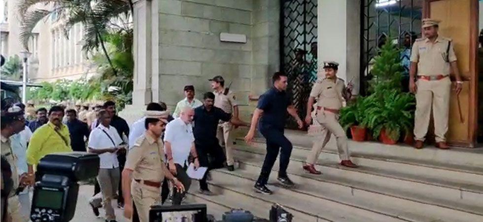 Rebel Karnataka MLAs arrived at Mumbai airport to leave for Bengaluru.