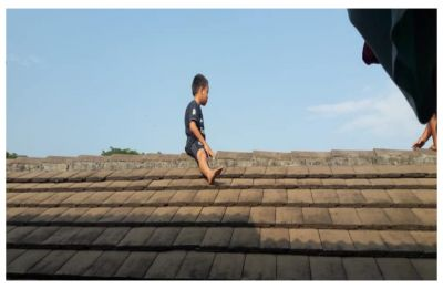 5-year-old boy climbs onto medical clinic's roof, refuses to come down to avoid circumcision