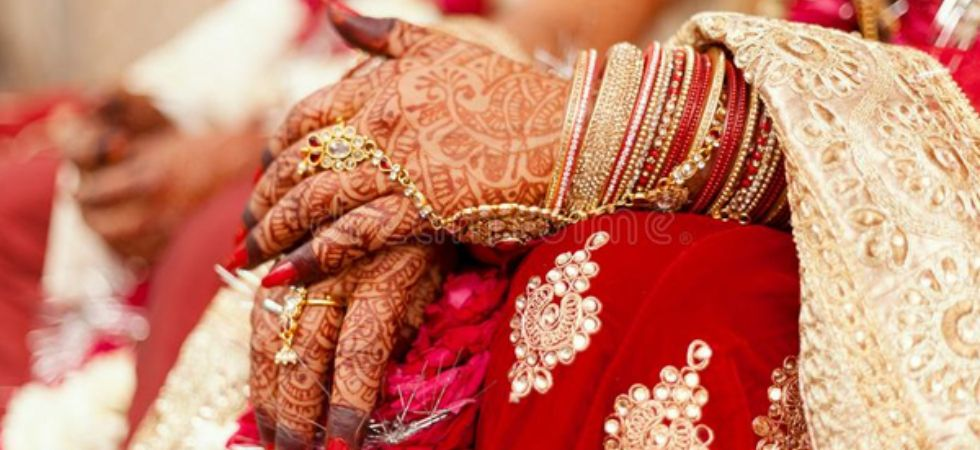 Man marries in front of father's corpse in Villupuram.