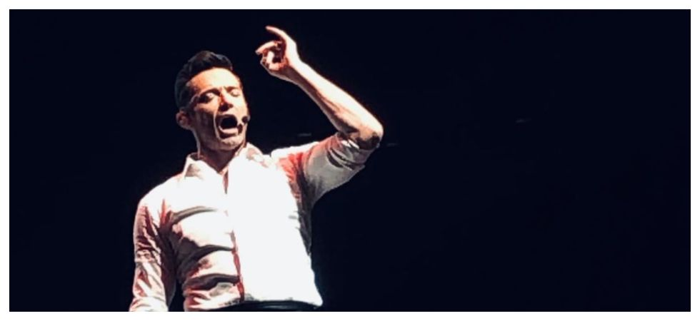 Hugh Jackman stops show mid-way to make fan's dream come true (Photo: Twitter)