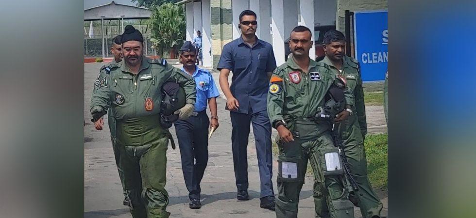 Abhinandan Varthaman with Air Chief Marshal B S Dhanoa (Image: ANI)